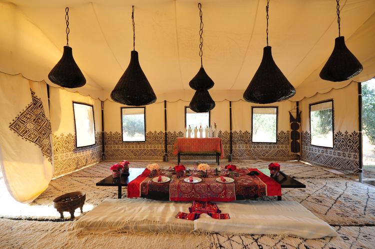 Arabian+Dining+Tent+Table+Setup+2